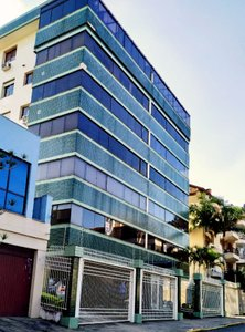 Amplo apartamento semi-mobiliado com 3 dormitórios Avenida Montreal Porto Alegre