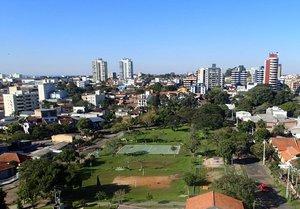 Apartamento no último andar, semi-mobiliado, com 3 dormitórios e lareira Rua Felisberto Pereira Porto Alegre -
