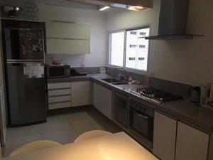 Apartamento com 167 m², com 3 quartos, sendo 1 suite e duas vagas de garagem Rua Indiana São Paulo -